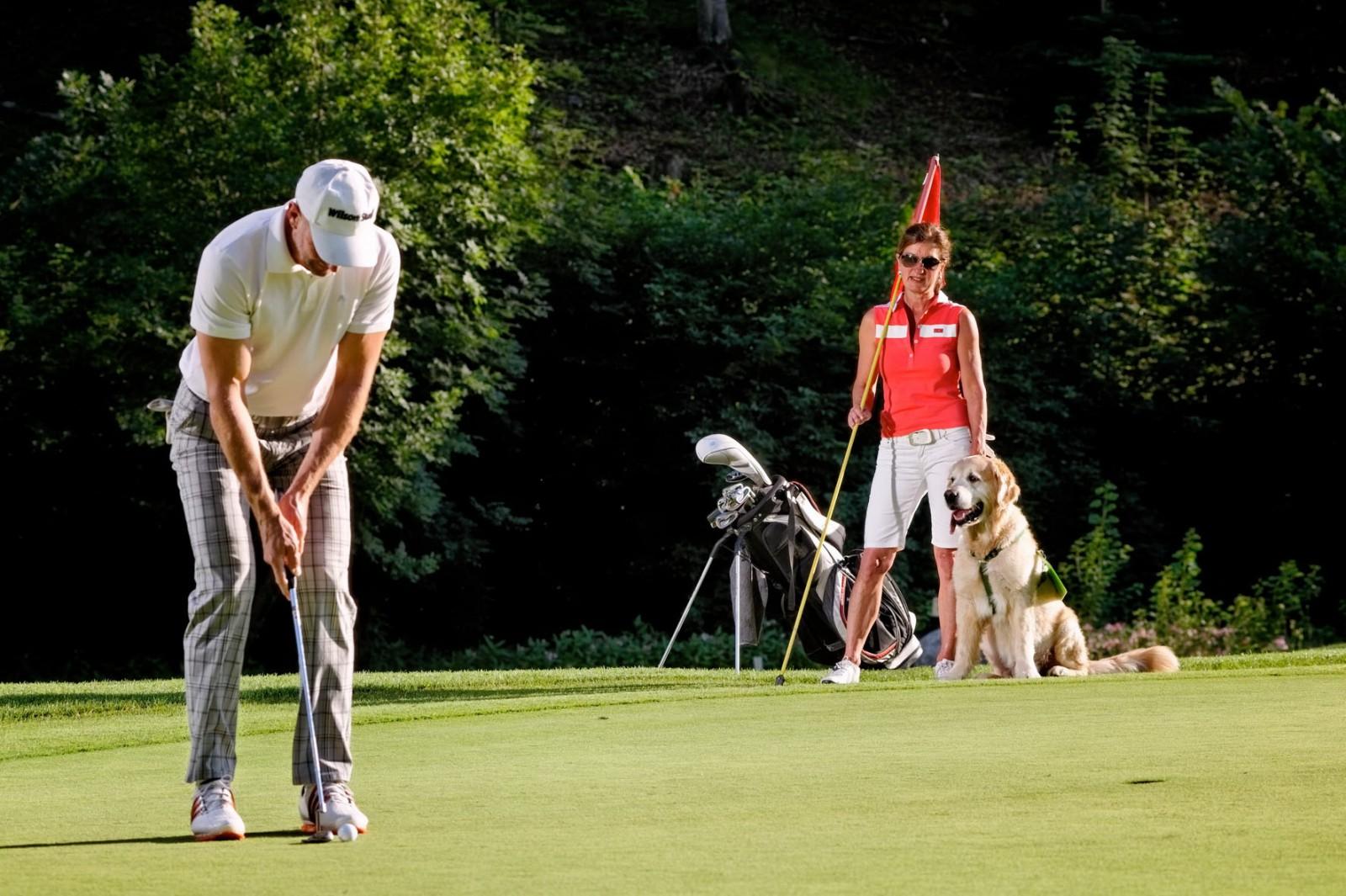 Bei der Golf-Platzreife für Hunde gilt es zwölf Grundsätze zu beachten!Foto: Hotel & Golfclub Gut Brandlhof