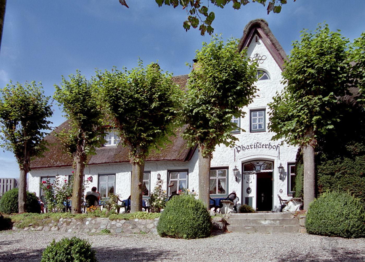 """Der """"Pharisäerhof"""" wurde 1743 erbaut Foto: Hotel Pharisäerhof, Nordstrand"""