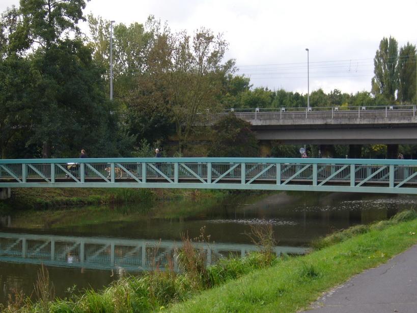 ... über diese Brücke muss man gehen ...