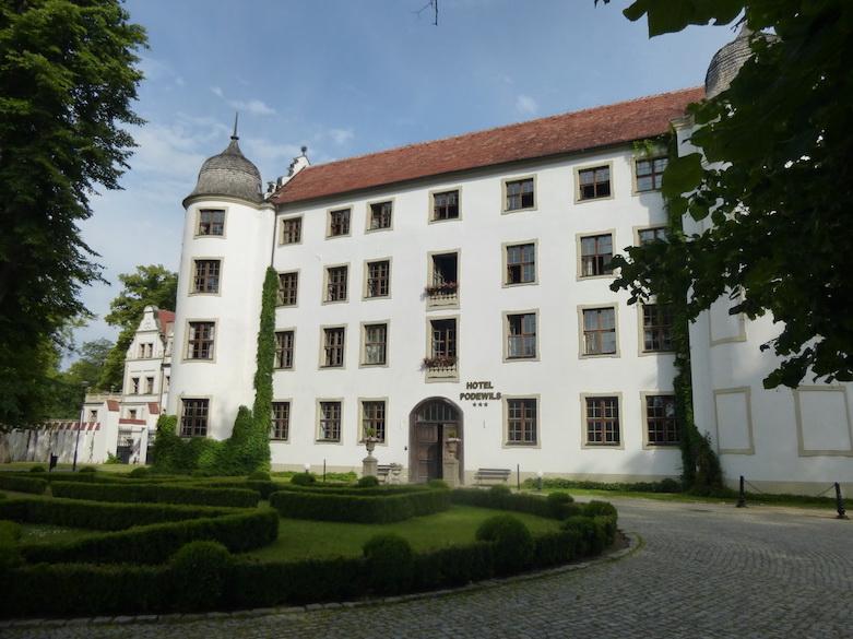 Herrschaftlicher Eingang im Hotel Schloss Podewils