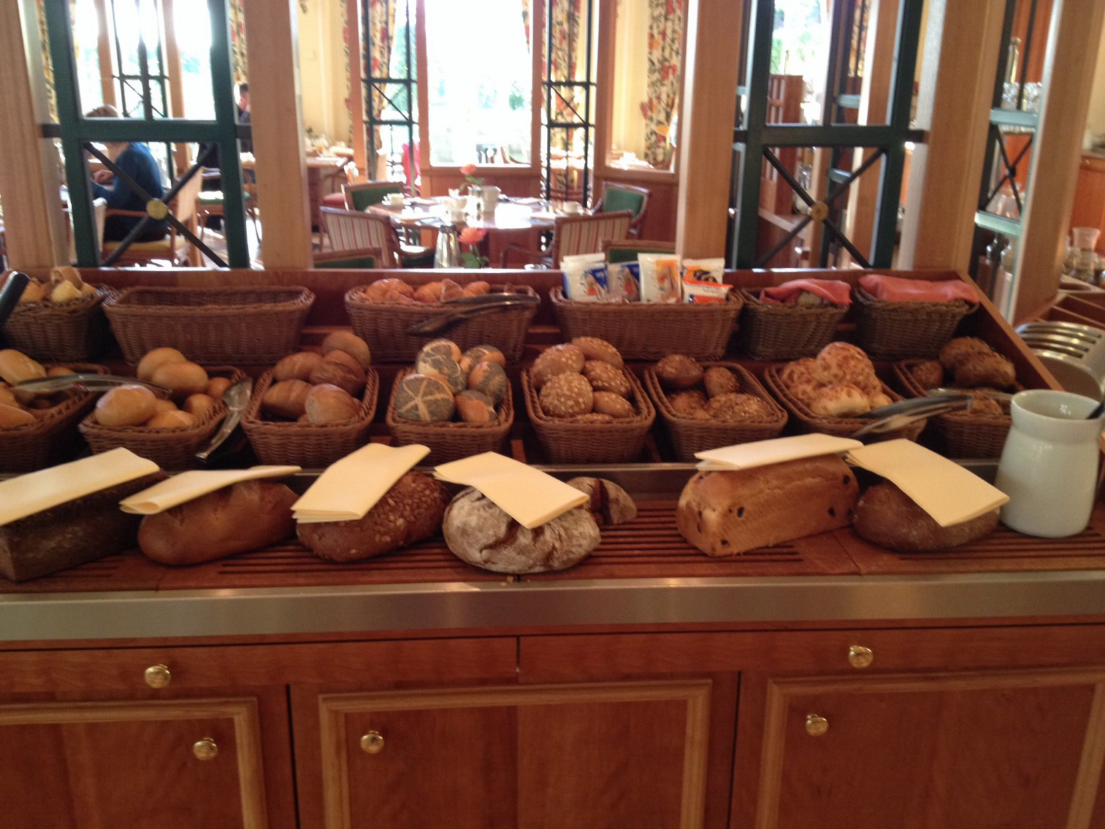 Große Brot- und Brötchenauswahl zum Frühstück