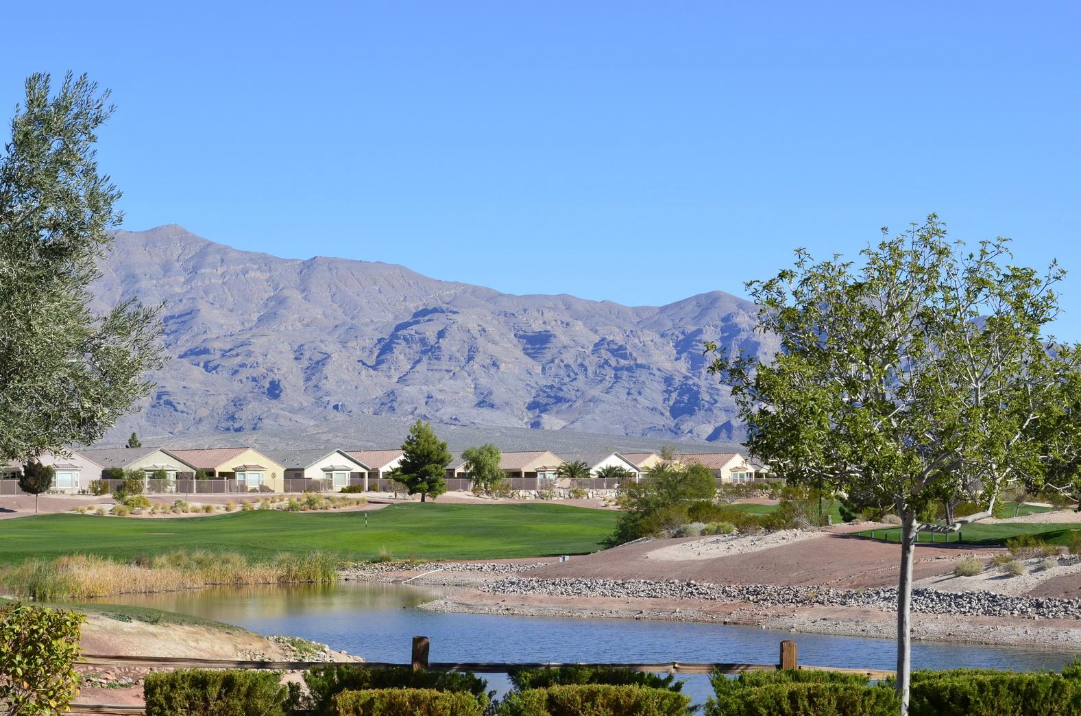 Idyllische Wohngegend in einem Golfpark Foto: Katja Williams