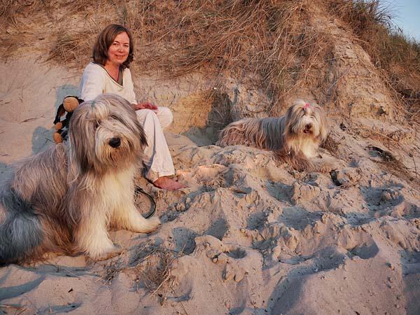 Elke mit den drei Kolumnisten Foto: Elke Weiler