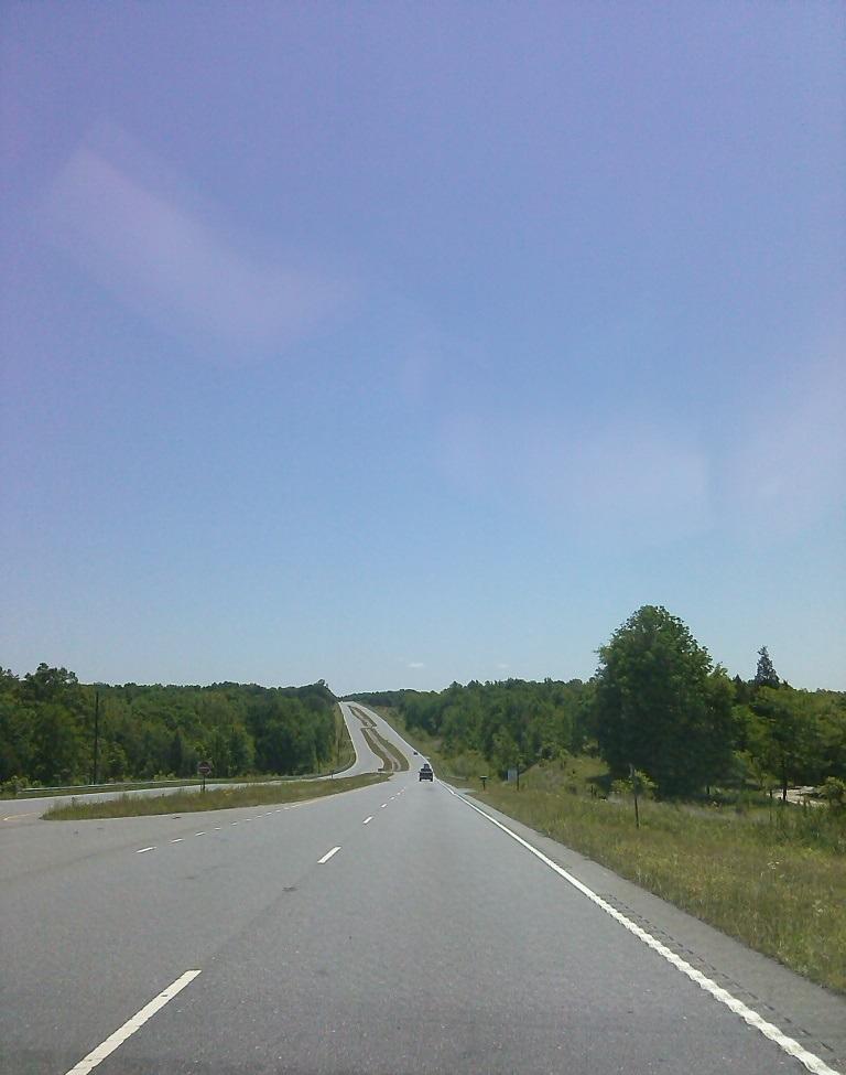 : … letzte Etappe auf dem Highway 5, ebenso gerade und breit wie der Interstate, jedoch mit auf 55 mph gedrosselter Cruise Control …gähn! Weckt mich, wenn wir da sind!