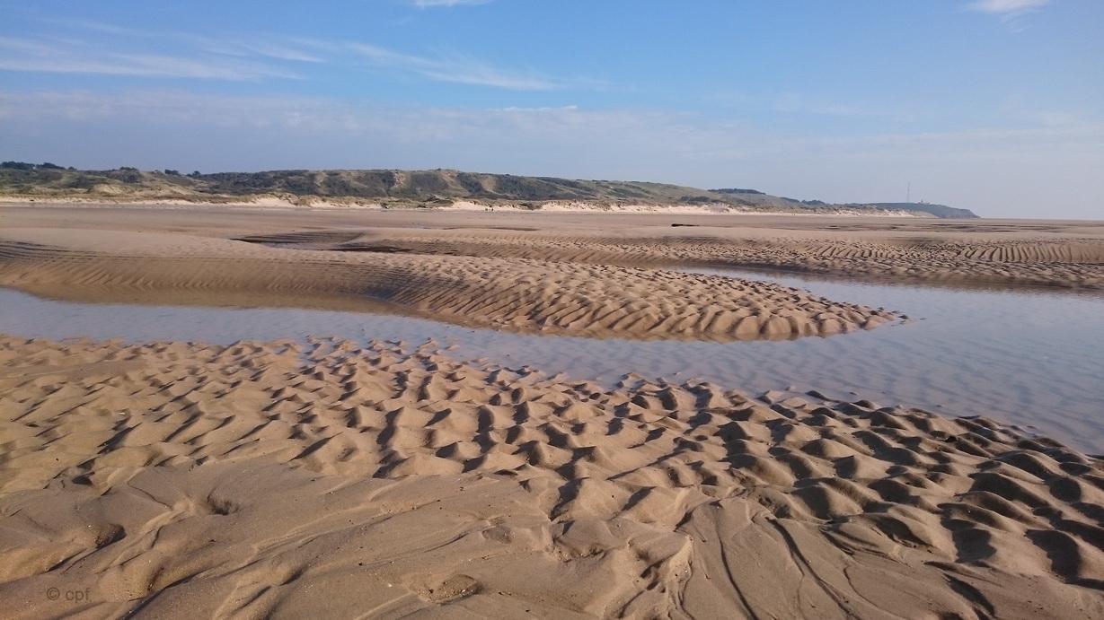 Der Strand in der Nähe von Les Moitiers-d'Allone bei Ebbe