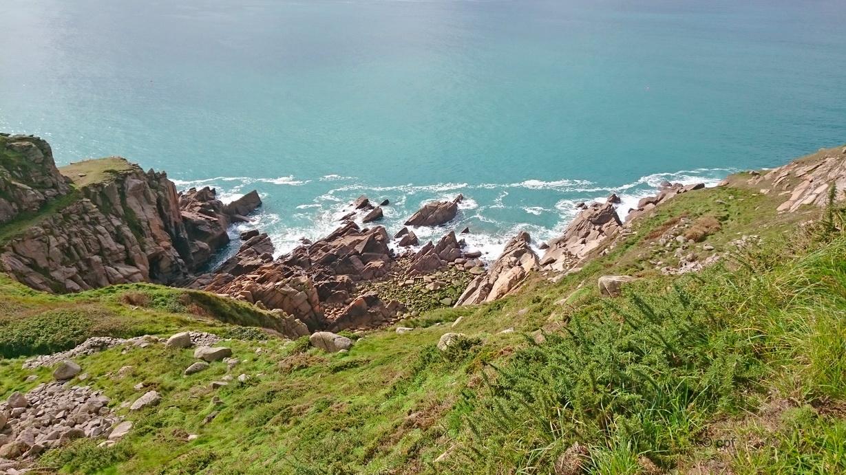 Traumhafte Ausblicke über Steilküste und Meer