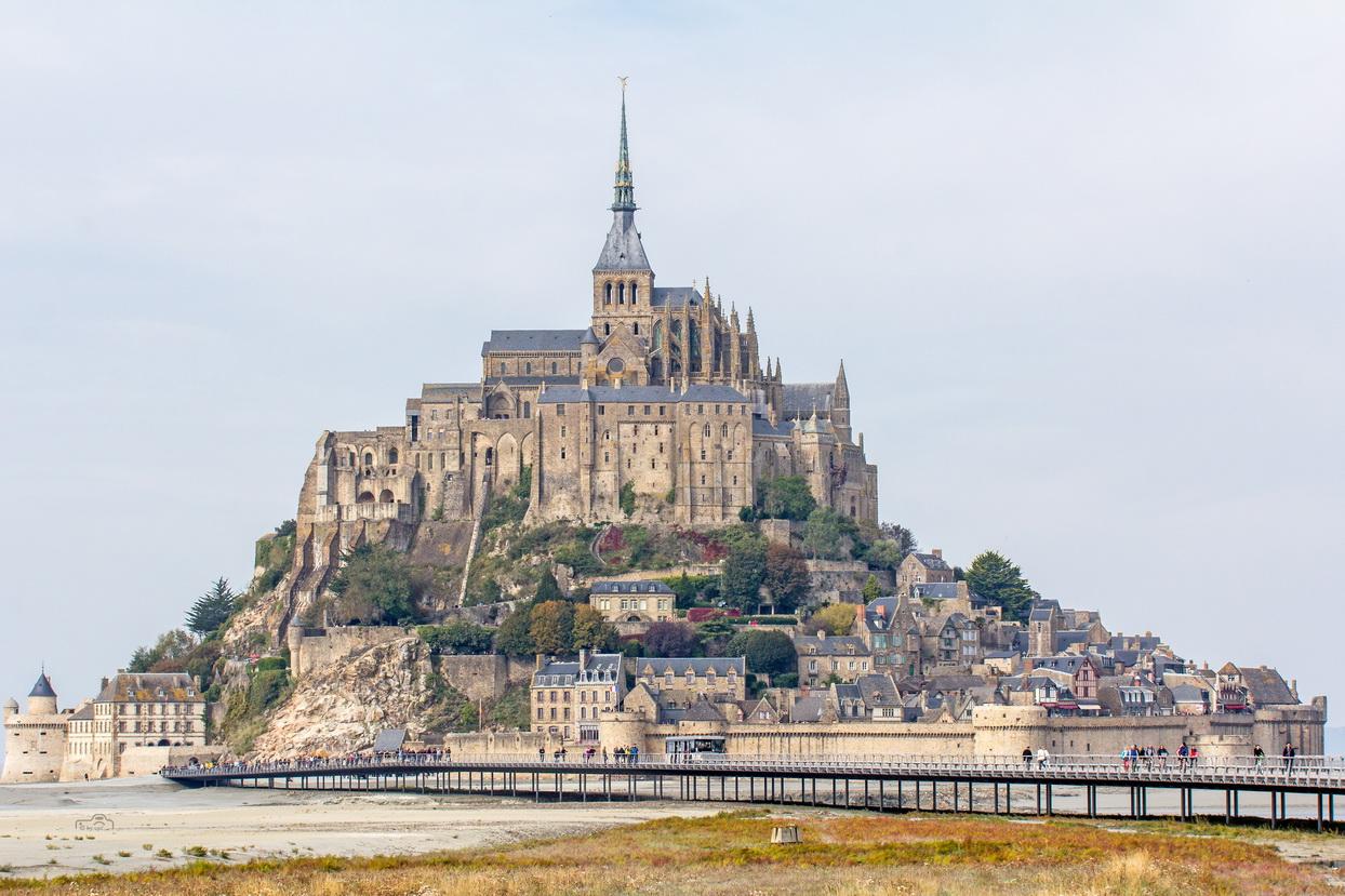 Der berühmte Mont-Saint-Michel in seiner ganzen Schönheit