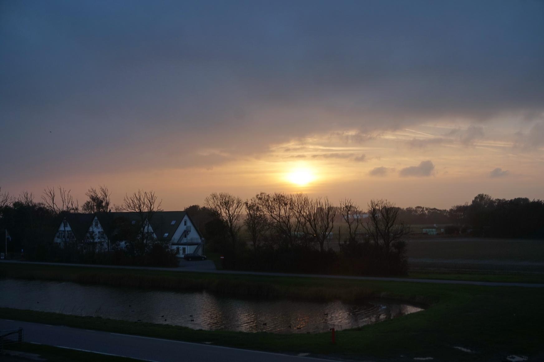 Das Hotel Prins Hendrik im Sonnenuntergang