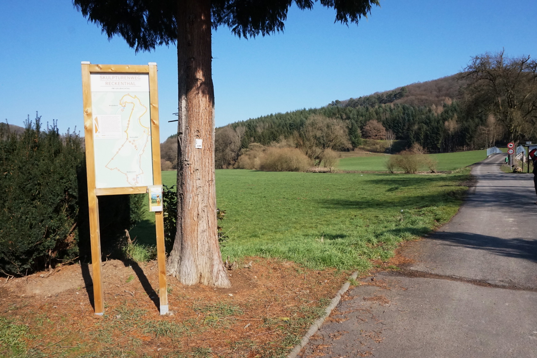Wanderparkplatz in Bladernheim