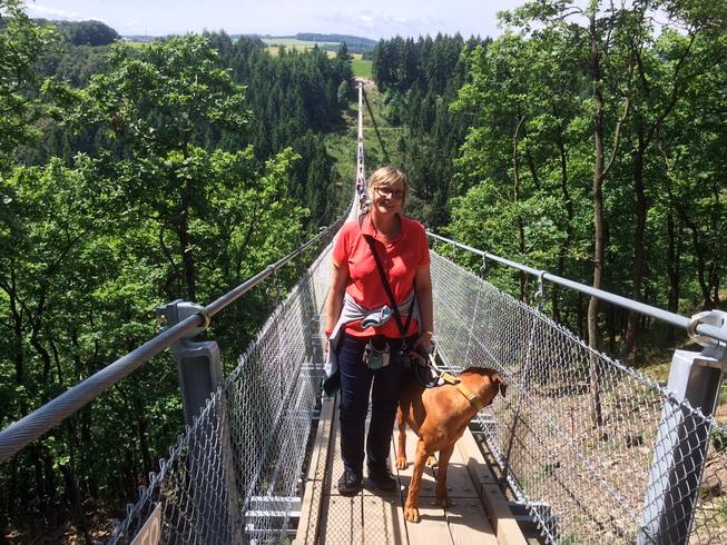 Im Juli sind wir über Deutschlands längste Hängeseilbrücke spaziert.