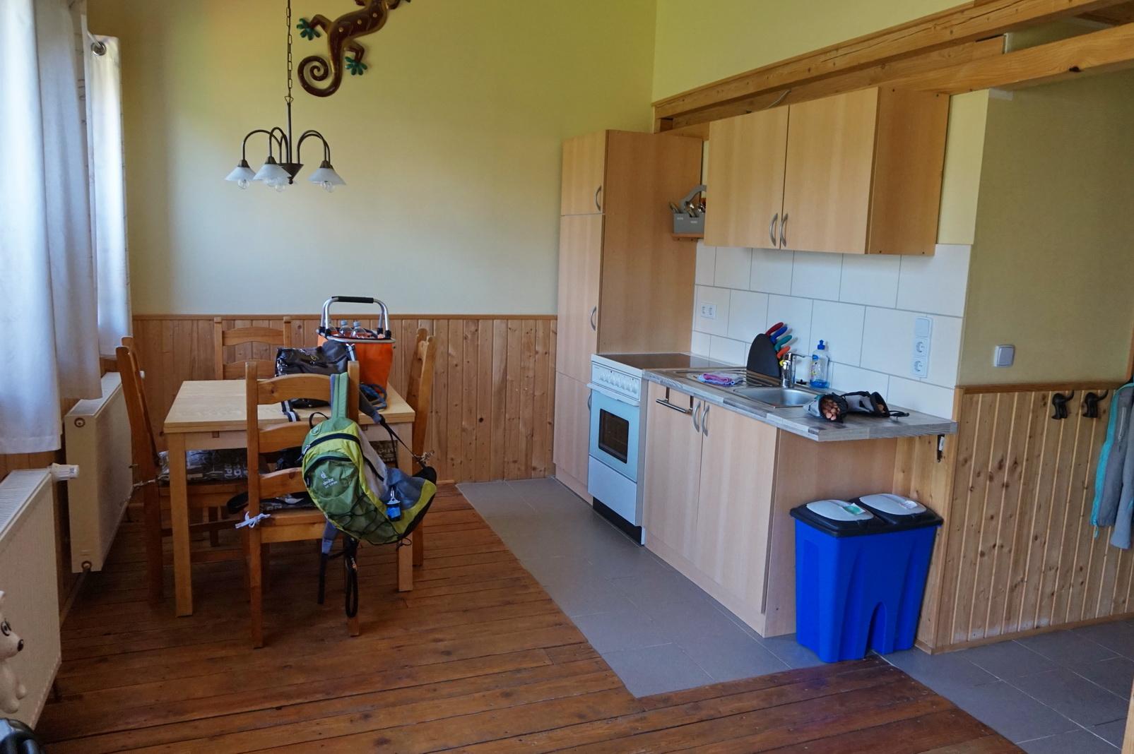 ... großzügige und gut ausgestatteter Küchebereich ...