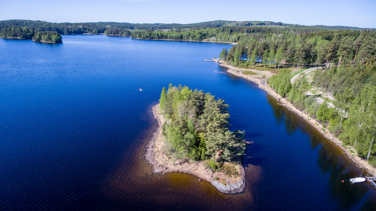 Kleine Insel im See Östra Silen