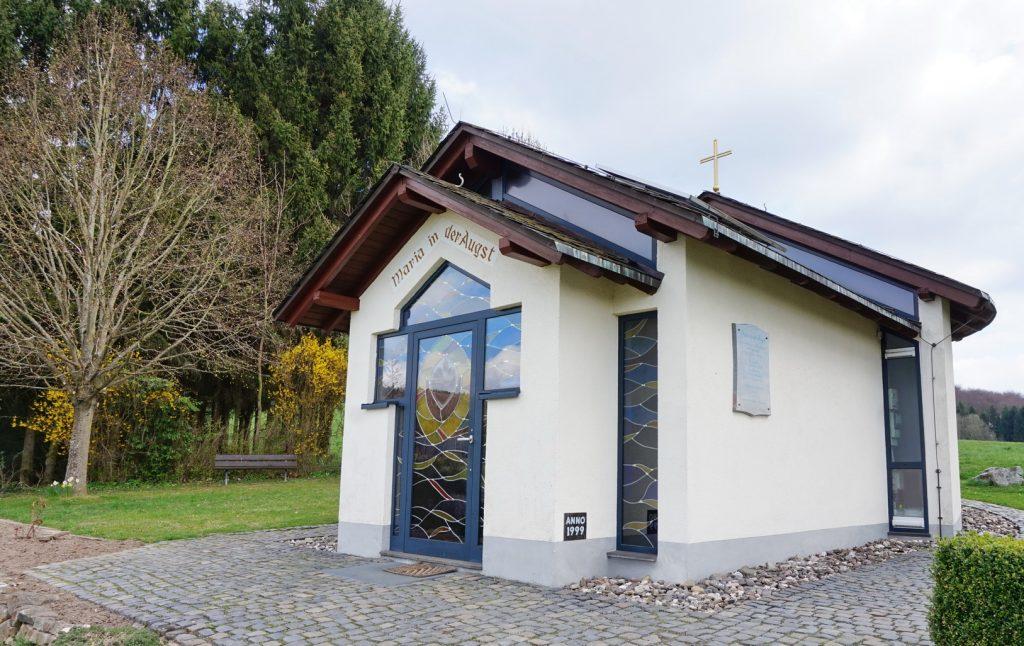 An der Kapelle gibt es auch eine Möglichkeit zum Rasten