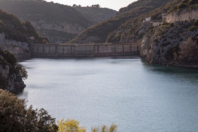 Die Staumauer am Lac de Sainte-Croix