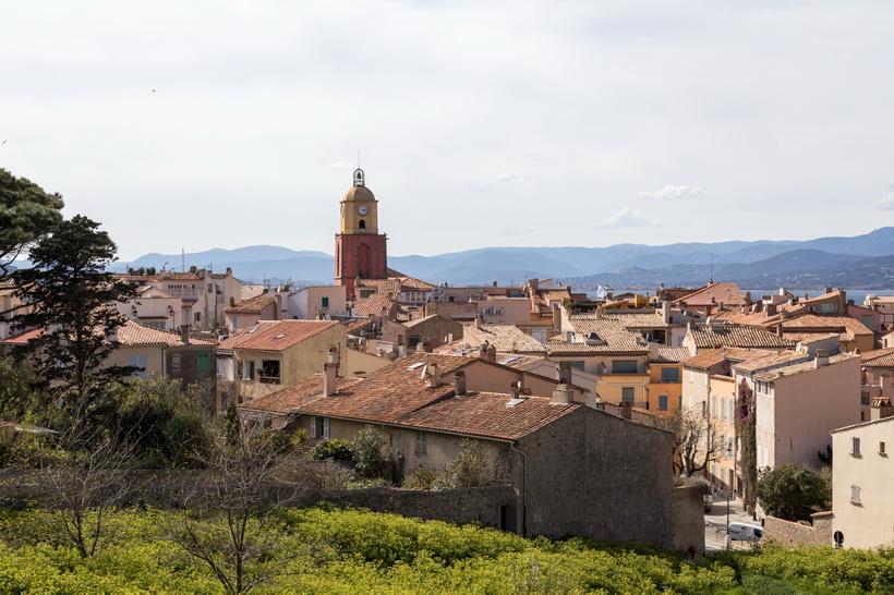 Über den Dächern von Saint-Tropez.