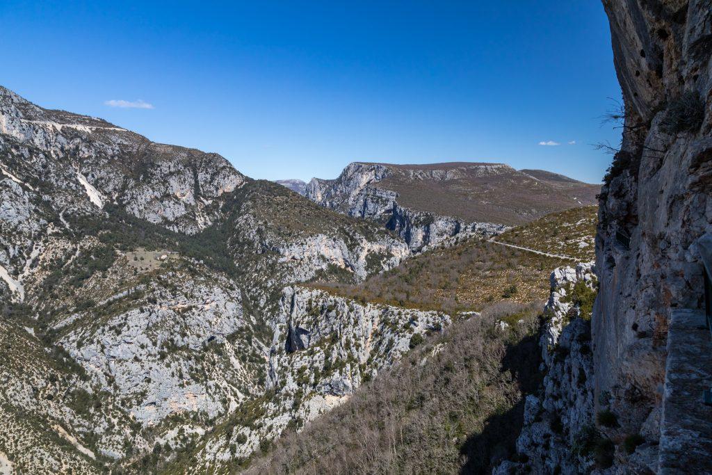 Berge und Schlucht