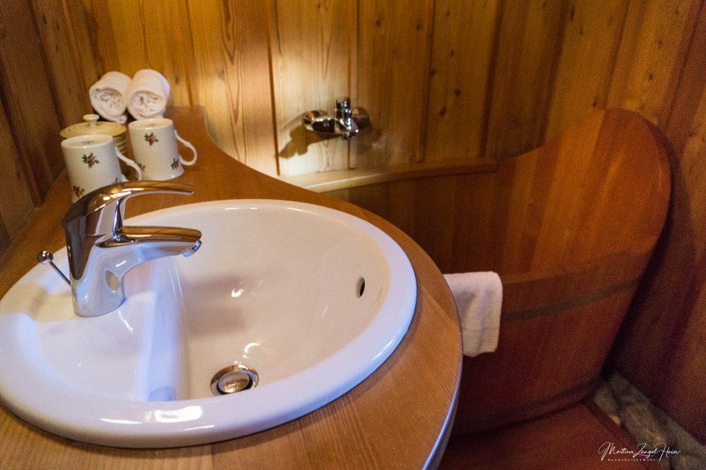 großes Badezimmer im Erdgeschoß