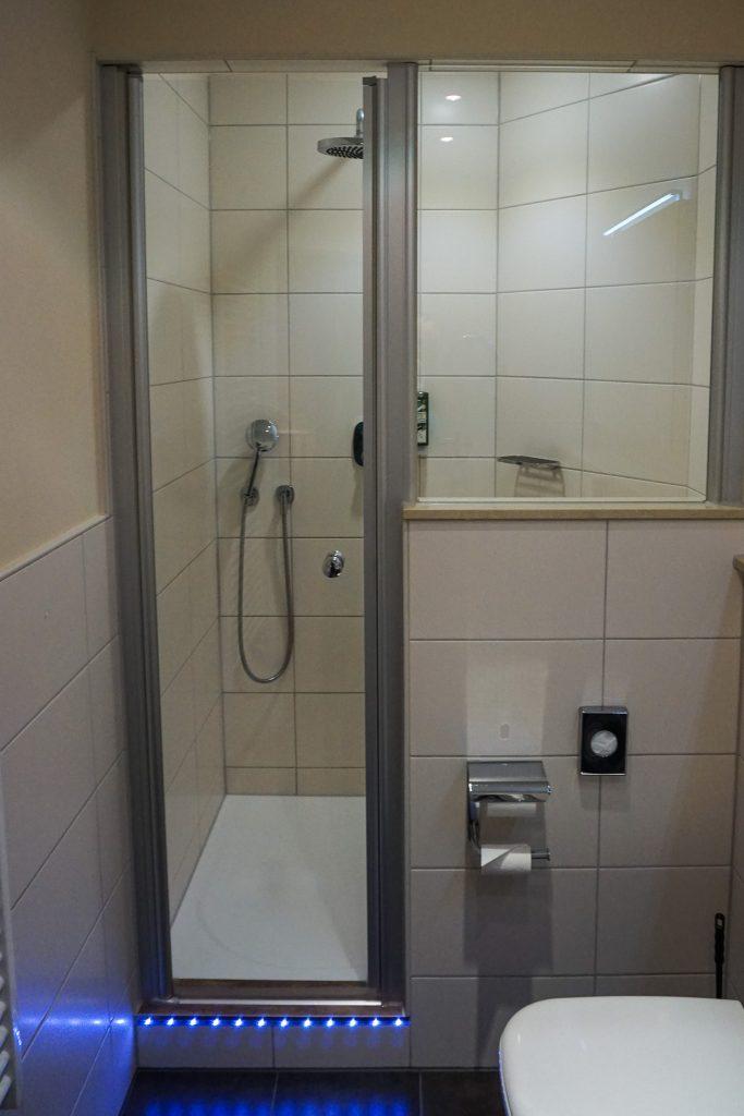 Geräumige Duschkabine