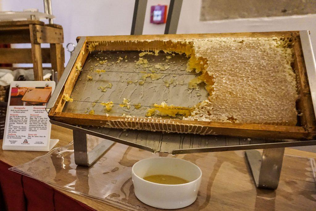 Honig aus der Honigwabe