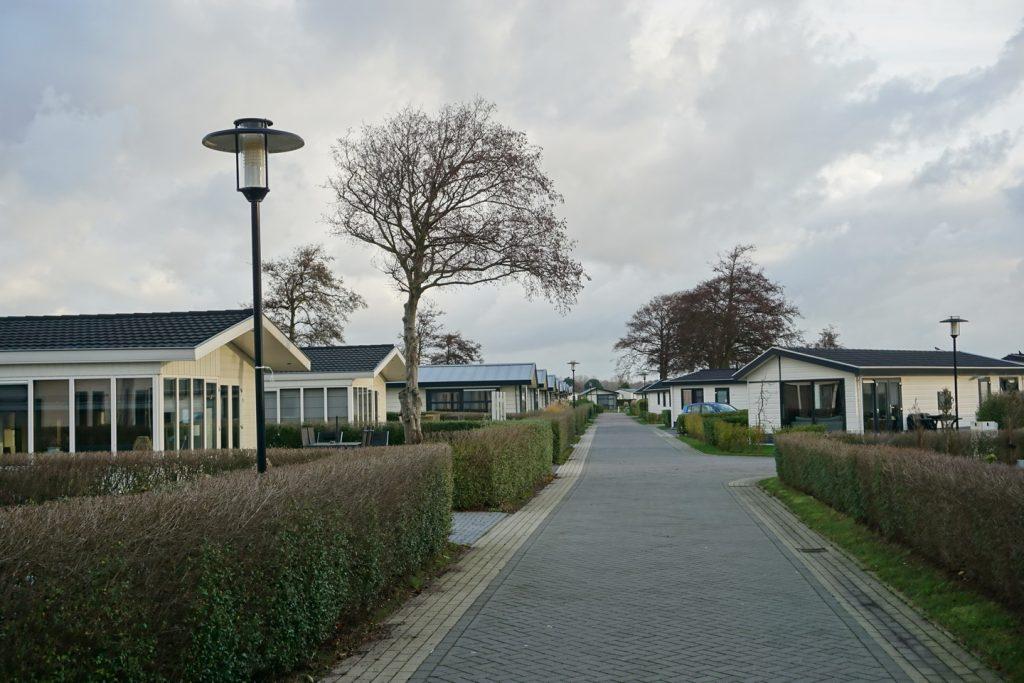 Gepflegte Ferienhäuser liegen an gepflegten Straßen