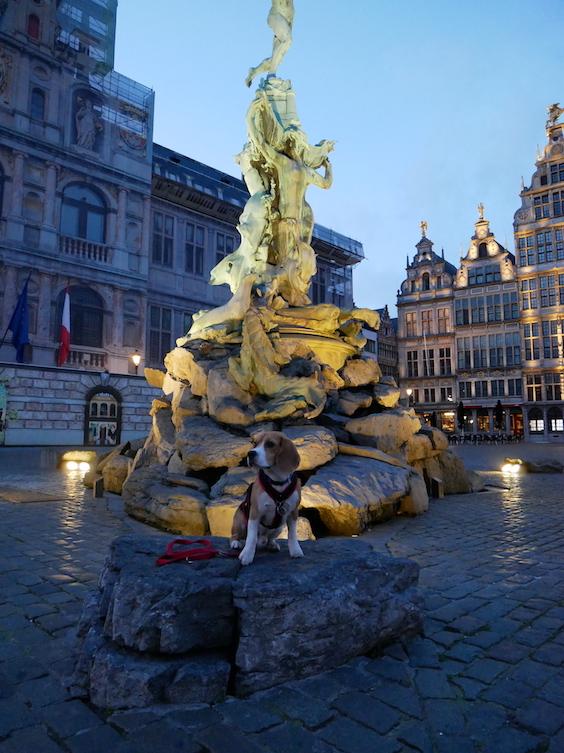 Piet auf dem Grote Markt in Antwerpen