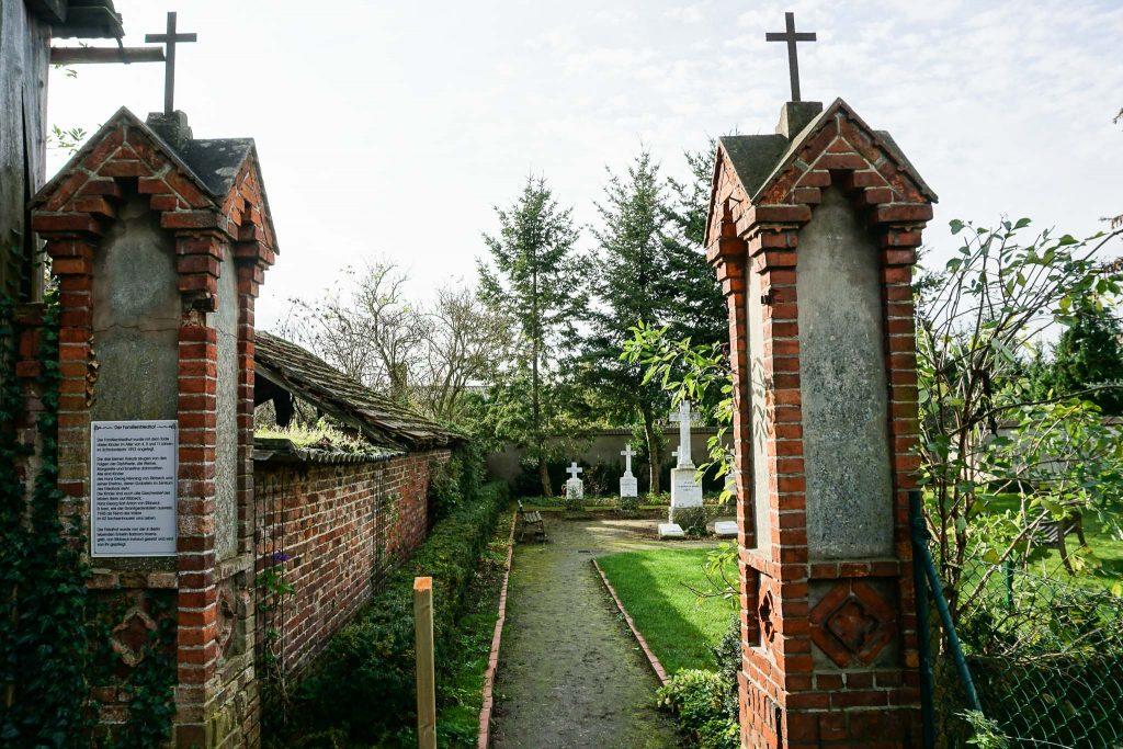 Eingang zum Familienfriedhof derer von Ribbeck