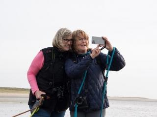 Sylt-2019-Lister-Ellenbogen-TH-Martina-und-Beate-beim-Selfie-machen
