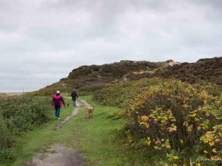Noch haben wir Hoffnung, dass wir den ganzen Weg unter dem Kliff laufen können