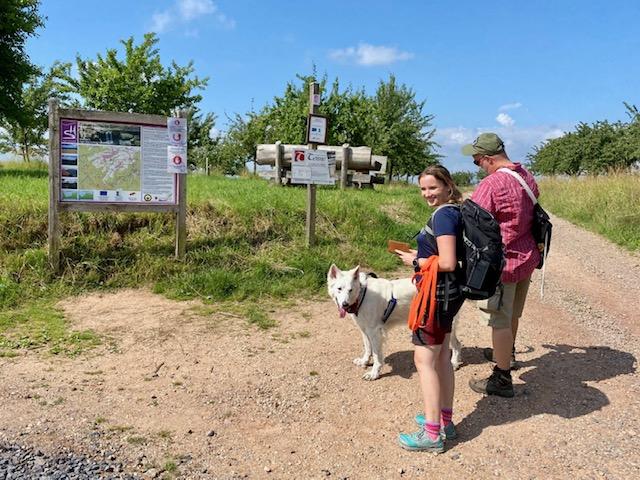 Maddie, Frank und Barney sind Rabans Begleiter auf seiner ersten richtigen Wanderung