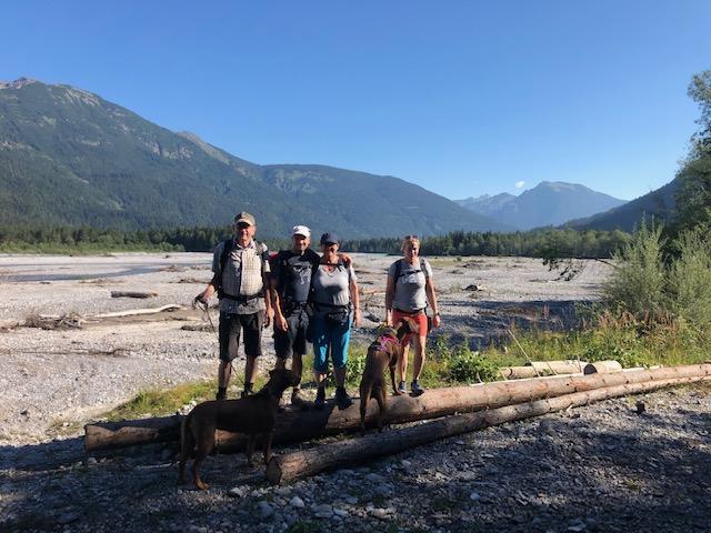 Gruppenfoto am Ufer des Lechs