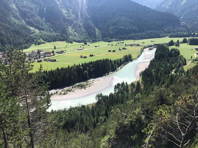 Blick auf den türkisfarbenen Lech (an dessen Kiesstrand wir uns später erfrischt haben)