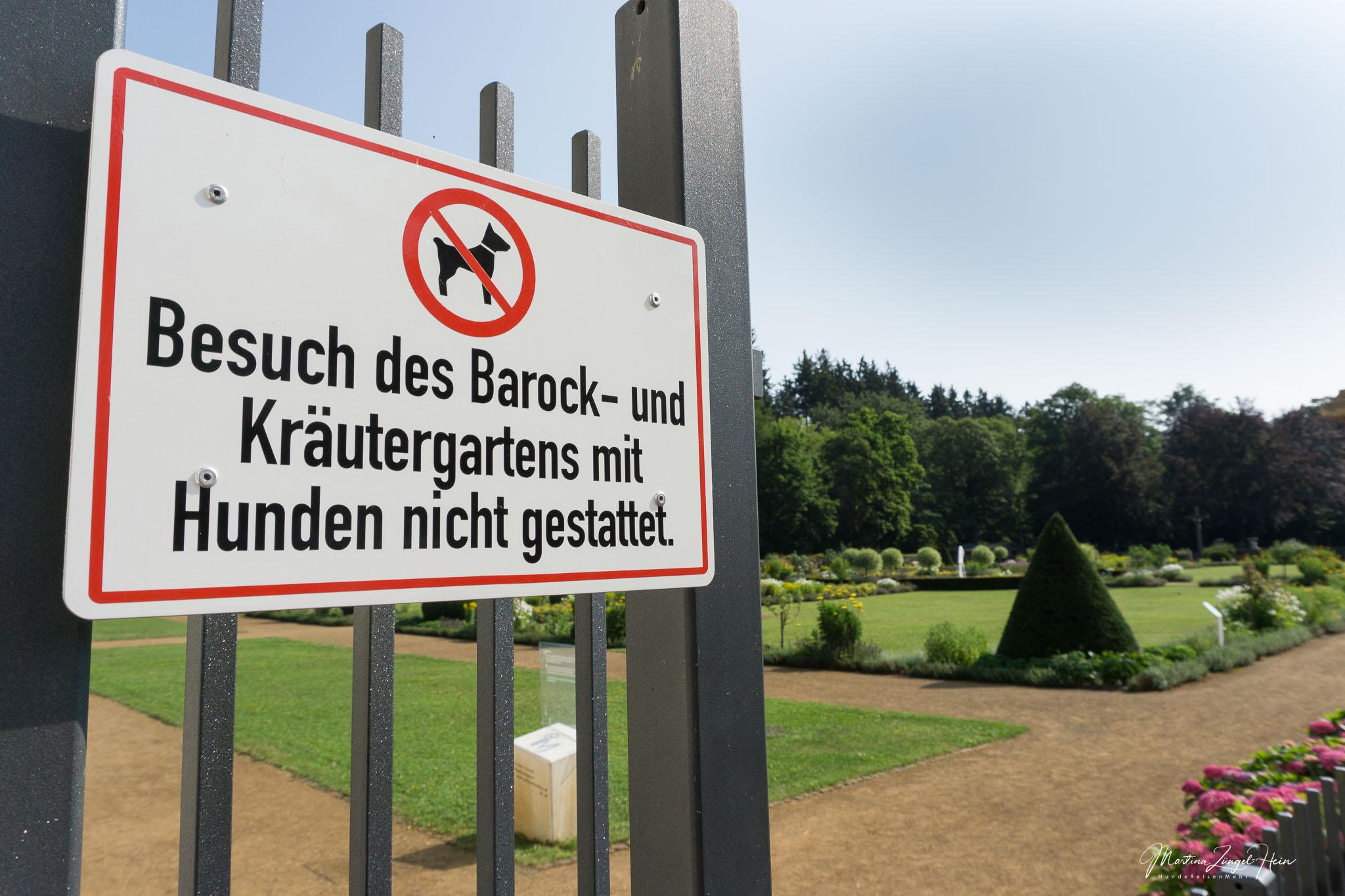 Hunde sind im Barock- und Kräutergarten der Abteil Marienstatt nicht erlaubt