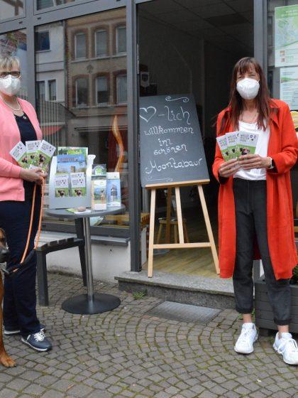 """Die neue Wanderbroschüre """"Wäller Pfoten Pfade"""" ist ab sofort in der Tourist-Information Montabaur erhältlich I Foto: Ingrid Ferdinand"""