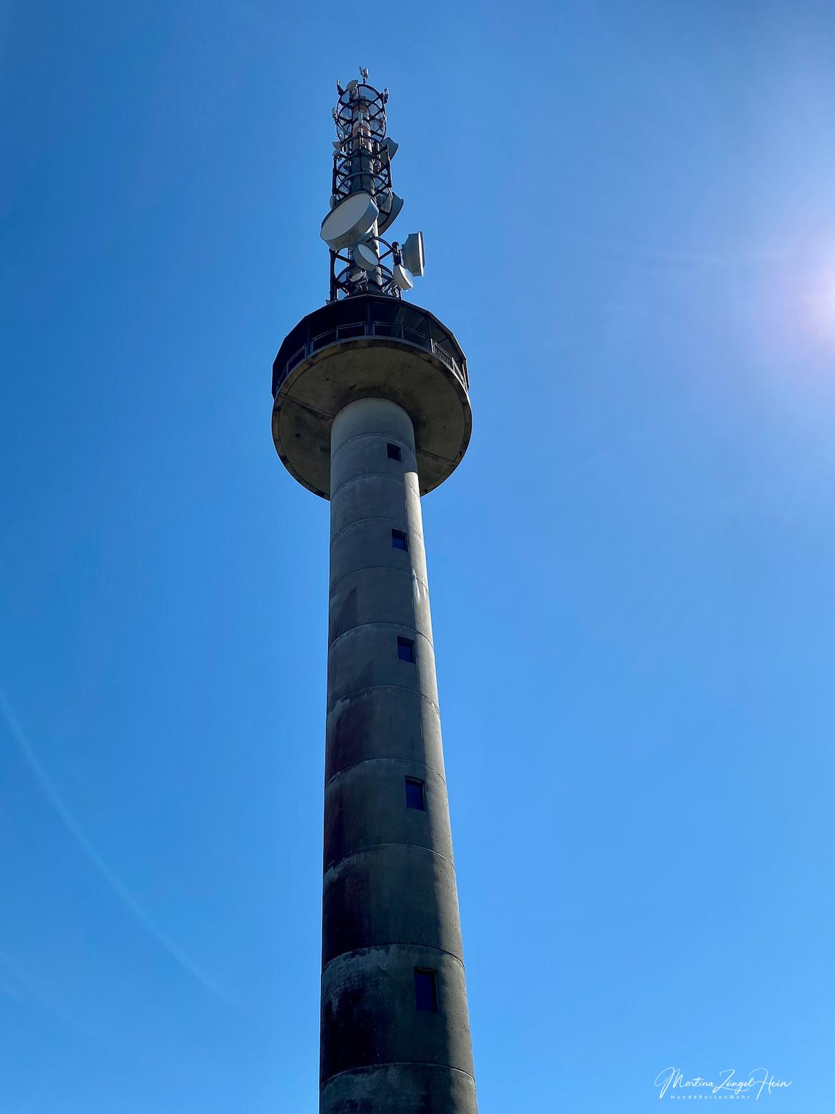 Der Aussichtsturm steht auf dem 531 Meter hohen Gräbersberg