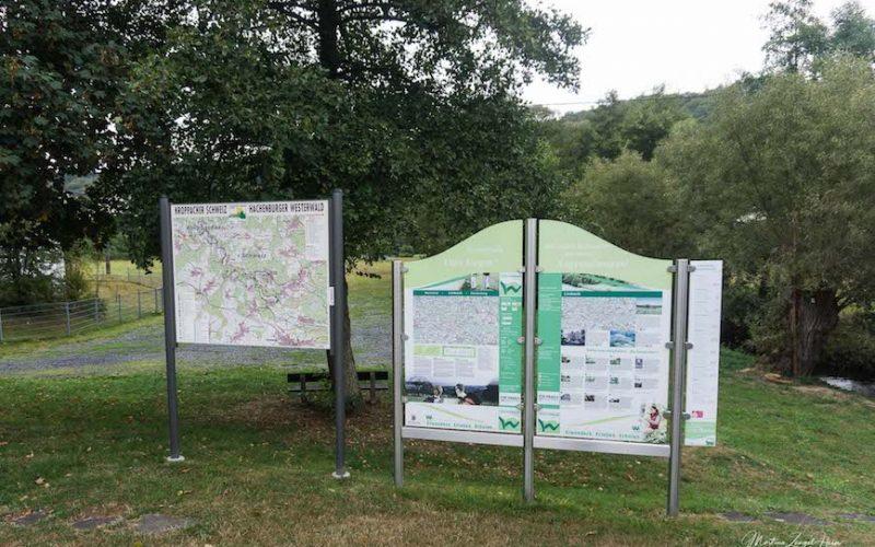Am Startpunkt der WesterwaldSteig Etappe 10 geben Infotafel Informationen über die Region